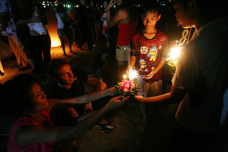 spend vacation essay What is Loy Krathong?