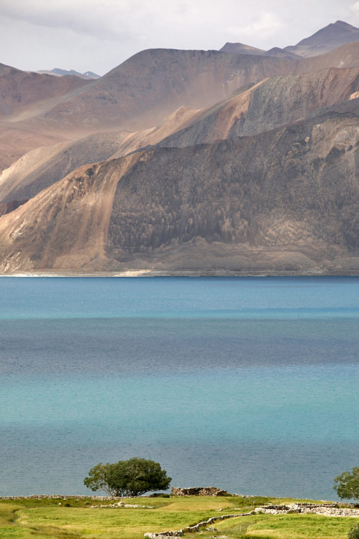 http://traveliving.org/wordpress/photo/dubrovskaya/pangong02/pangong54.jpg