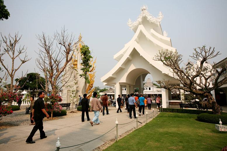 Wat Rong Khun – самый необычный буддистский храм