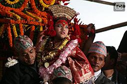 Маленькая богиня Кумари, фестиваль Индраджатра, прогулка по Сваямбу