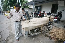 Как перевезти мотоцикл на поезде в Индии
