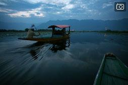 Плавучий рынок на озере Дал в Шринагаре