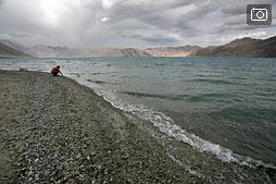 Озеро Пангонг, пасмурный день