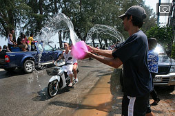Самый мокрый праздник — тайский новый год Сонгкран