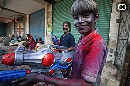Холи в Варанаси, сумасшедший праздник цвета
