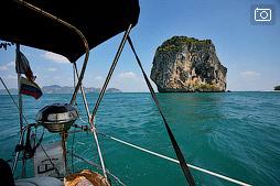 На парусной яхте к пляжам Railay и к острову Poda
