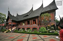Таман Мини Индонезия в Джакарте — вся страна в одном парке